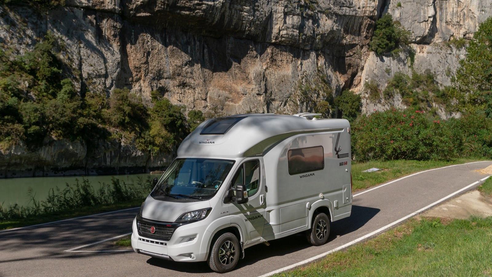Oasi 540 - petit camping-car de luxe compact de moins de 5 6m - camping-car