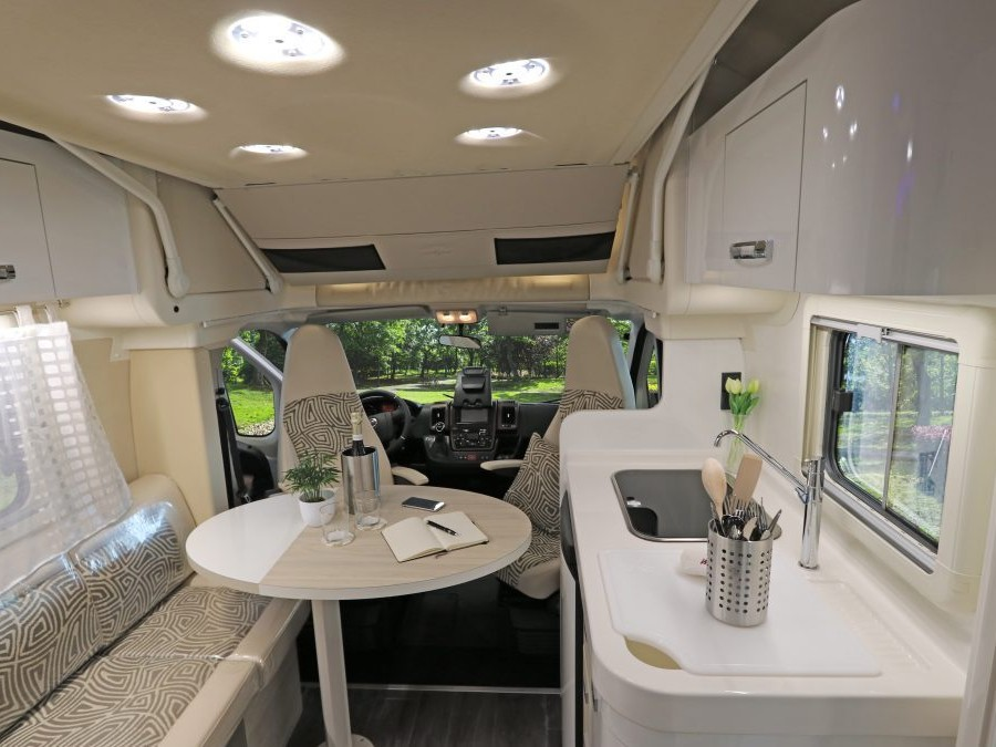 wingamm-oasi-610gl-olmobianco-panoramica-nater-1024x683 - camper