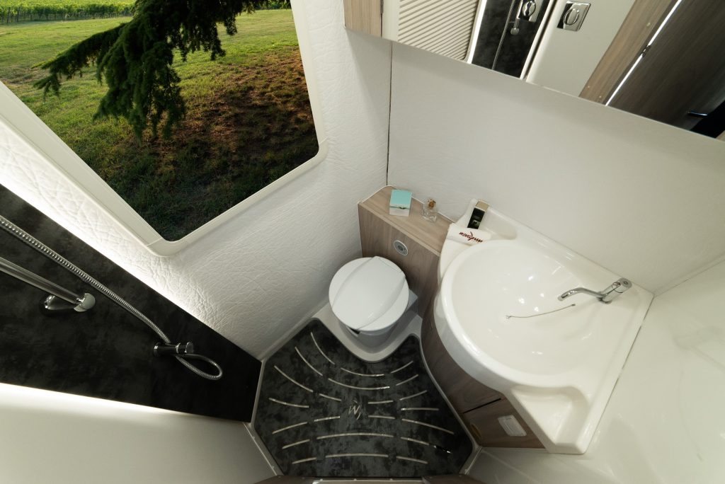 wingamm-oasi540-toilet-high-1024x684 - camper
