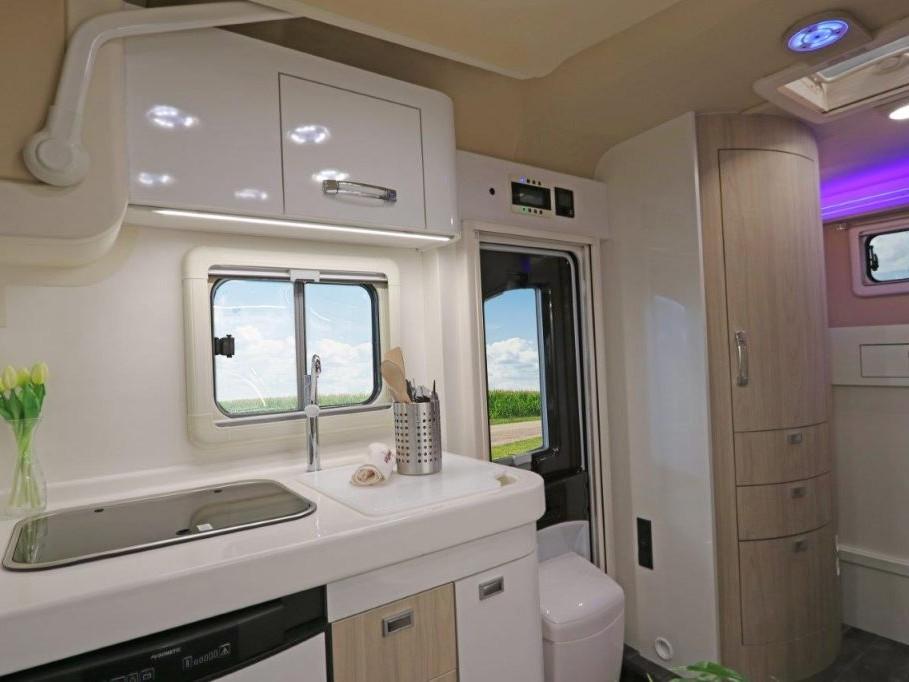 wingamm-oasi610gl-olmobianco-kitchen-1024x682-2 - camper