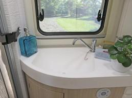 wingamm-oasi610gl-olmobianco-lavabo-1024x682 - camping-car