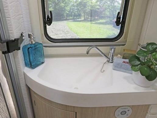wingamm-oasi610gl-olmobianco-lavabo-baño-1024x682 - camper
