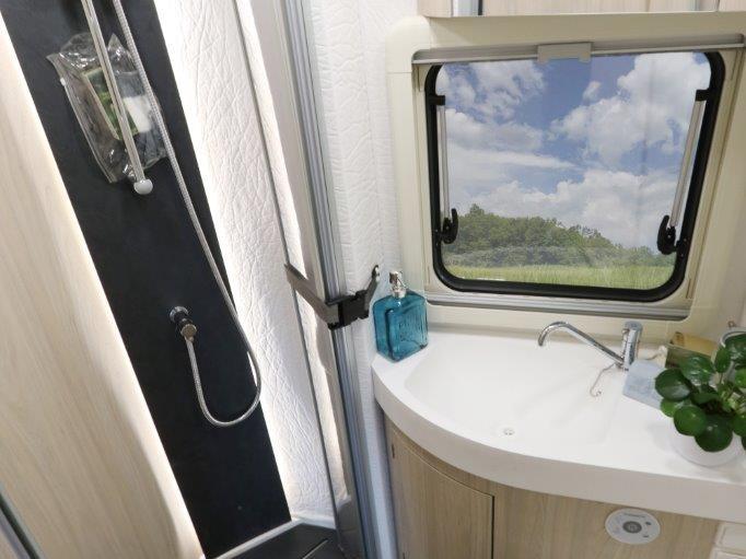 wingamm-oasi610gl-olmobianco-toilette-2 - camper
