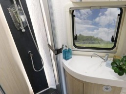 wingamm-oasi610gl-olmobianco-Toilette - Wohnmobil