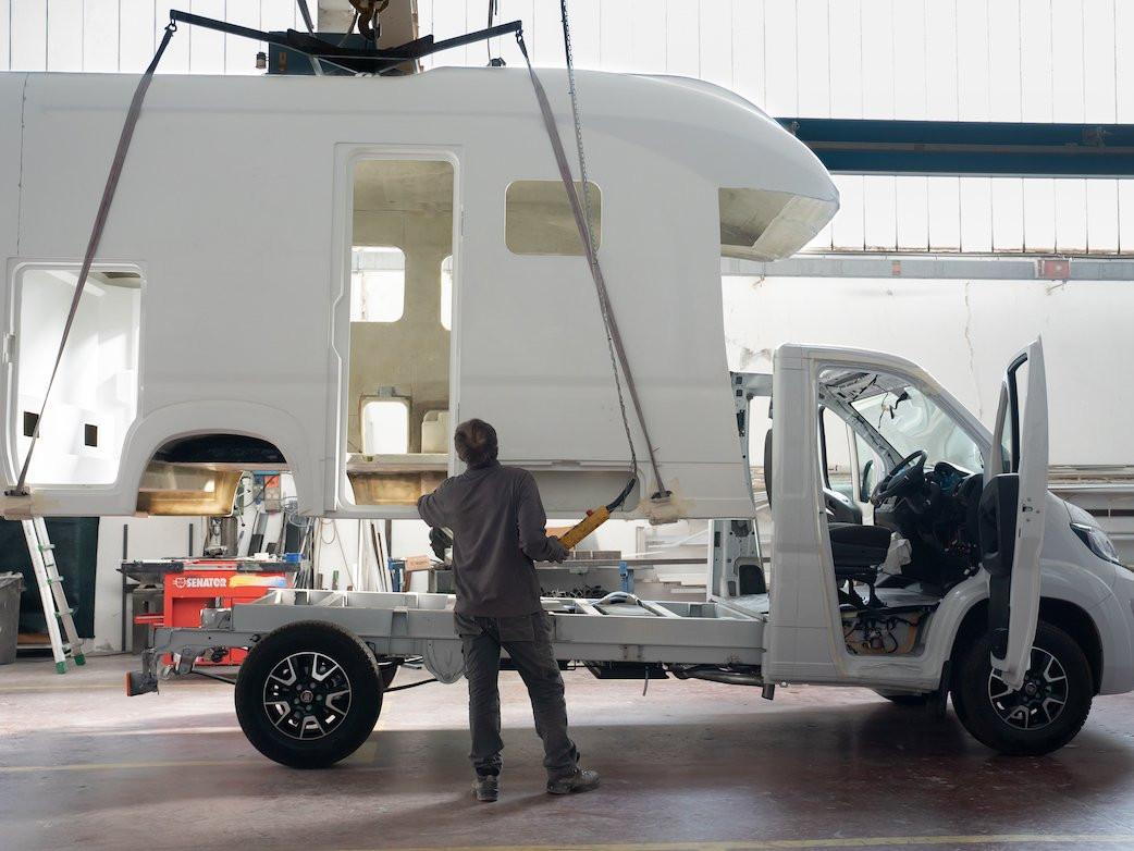 Produktion von Glasfaser-Monocoque-Reisemobilen - Wohnmobil